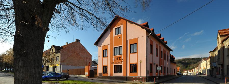 Hotel Kácov - průčelí budovy